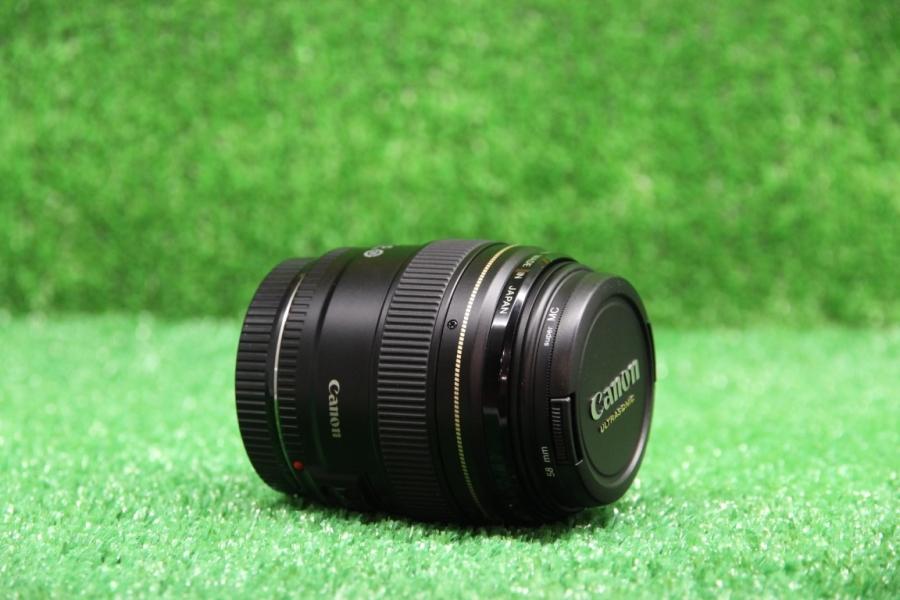 Canon EF 85mm f/1.8