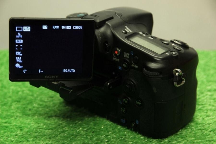 Sony Alpha 77 (A77) Body