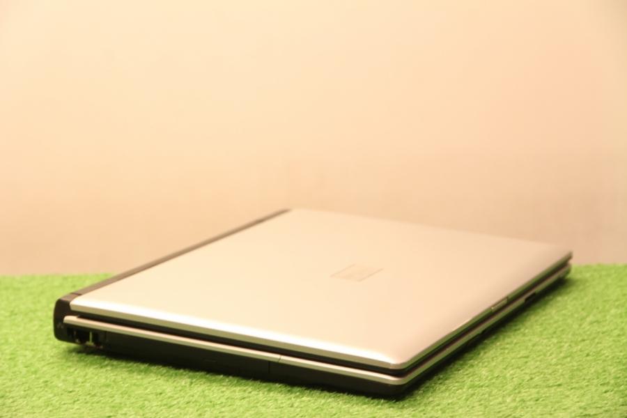 Fujitsu Amilo M1425
