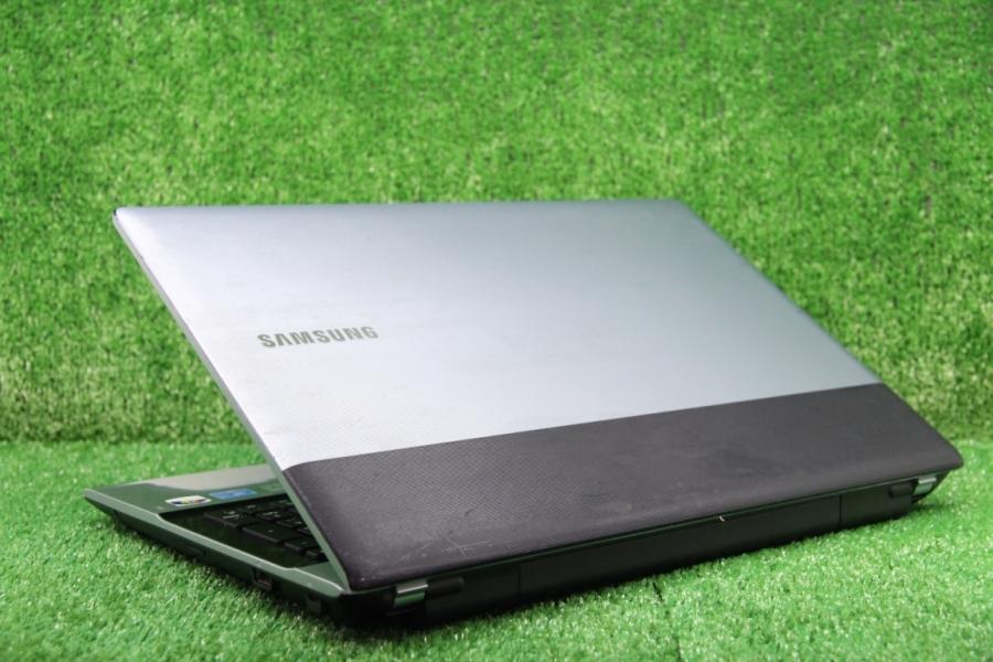 Samsung RV520