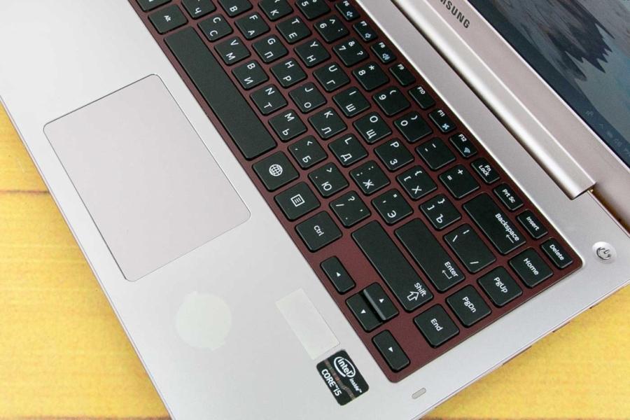 Samsung 5 Ultra NP530U4E