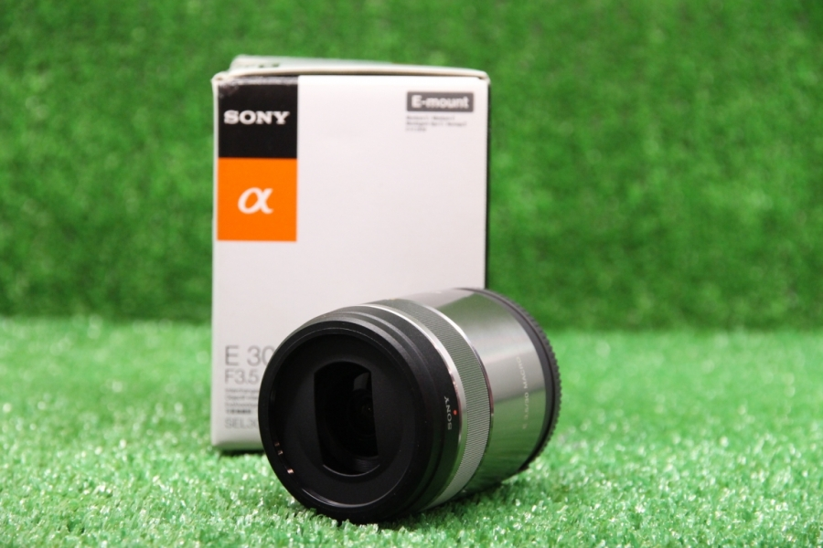Sony 30mm f/3.5 Macro E