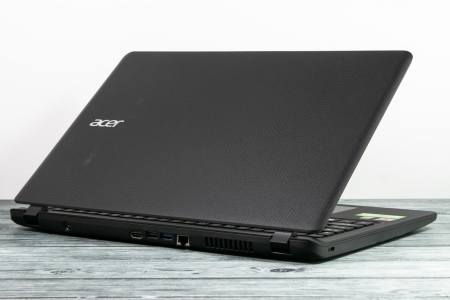 Acer ES1-523-64AT