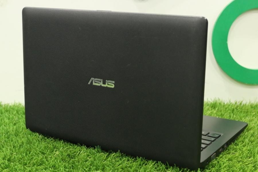 ASUS X200