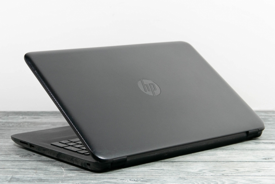 HP 15-AF124UR